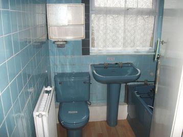 New ideas for decorating an old bathroom for 70 s bathroom decor